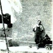 Ernst-Wilhelm Peter - lunch break at the side of 8 East Hatley, 1949.